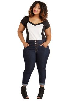 Loving that top too. Karaoke Songstress Jeans in Cropped Cut - Plus Size. When its your turn at the karaoke mic, you confidently rush to the front of the room, clad in these cropped, high-waisted skinnies - a ModCloth exclusive! Preppy Outfits, College Outfits, Cool Outfits, Fashion Outfits, Fashion Ideas, Fashion Inspiration, Plus Size Casual, Plus Size Jeans, Plus Size Outfits