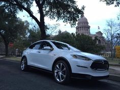 Tesla has announced that when the Tesla Model 3 electric car arrives in it will be offered as a sedan and a crossover. Tesla Modelo X, Texas State Capitol, Tesla Owner, Tesla Motors, Electric Cars, Crossover, Vehicles, Future, Image