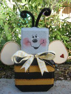 Buzz Bee, Yard Art, Bricks, Patio Pavers, Decorated Bricks, Brick Crafts, Outdoor Decor
