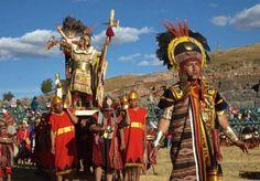 Inca's  De Inca's hadden rond 1200 het grootste rijk dat Amerika ooit gekend heeft. Het rijk bestond Ecuador, Peru en liep door tot in Chili.   In 1533 ging het Incarijk ten onder en kwam het in de handen van de Spanjaarden.  De mensen in het Incarijk hoorden bij verschillende stammen die door de Inca's waren verslagen of stammen die zich bij hen hadden aangesloten. De meeste mensen waren kleine arme boeren die heel hard moesten werken om te overleven. In de Inca samenleving was er order en…