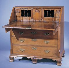Desk made by Thomas White of northeastern North Carolina is documented in the account book of the merchant and planter Thomas Newby (d. of Perquimans County, North Carolina. In Newby purchased the desk, valued at twelve pounds North Car Southern Furniture, North Carolina Furniture, Colonial Furniture, Country Furniture, Antique Furniture, Old Desks, Furniture Inspiration, 18th Century, Art Decor