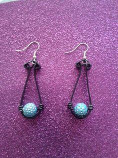 pendentif noir et perle bleu