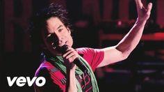 Pin for Later: Die 22 besten Pop-Hymnen und Hits zu Weihnachten Train – Shake Up Christmas
