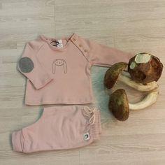 Otoño total  no os parece?  El conjuntito de @beansbarcelona queda perfecto con estas señoras setas... #nins #ninsmanresa #beansbarcelona #picoftheday #photooftheday #bestoftheday #kidsfashion #beautiful #instalike #instadaily #instagood #cool #modainfantil #moda #madeinbarcelona #cotton #ootd #fashion #bebe #baby #babyfashion #instababy