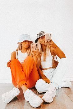 Bff Pics, Cute Friend Pictures, Friend Photos, Cute Photos, Family Pictures, Best Friend Fotos, Shotting Photo, Best Friend Photography, Mode Streetwear