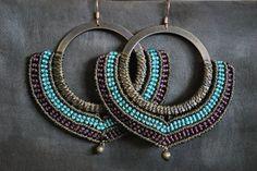 Boucles d'oreilles micro macramé sur anneau turquoise bordeau marron : Boucles d'oreille par lili-marlowe