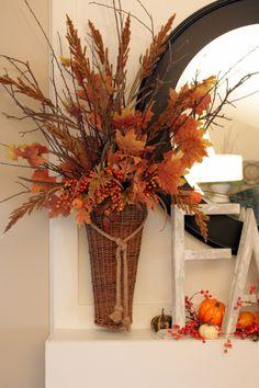 Great use of naturals. Natural Fall Decor, Hogwarts Christmas, Fall Floral Arrangements, Thanksgiving Decorations, Thanksgiving Crafts, Fall Home Decor, Holiday Decor, Fall Diy, Fall Flowers