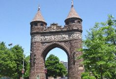 10 Free Things to Do in Hartford, CT Soldiers and Sailors Memorial Arch Photo - © 2004 Kim Knox Beckius<br> Looking for affordable fun in CT? Here are some free things to do in Hartford including historic attractions, walking tours, parks, and graveyards. Fall In Connecticut, Hartford Connecticut, East Hartford, New England States, New England Fall, East Coast Road Trip, Honeymoon Spots, Free Things To Do, Cheap Travel