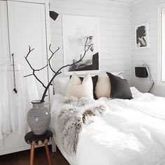 Black and white minimal home bedroom decor. Cozy Bedroom, Bedroom Decor, Bedroom Romantic, Bedroom Small, Bedroom Ideas, Bedroom Furniture, Decoration Inspiration, Room Inspiration, Visual Design