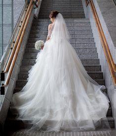 """66 Likes, 1 Comments - megumi (@me_p0529) on Instagram: """"結婚式レポ♡カメラマンさんデータ ・ 定番の階段で。一人のものは、全身とアップ両方撮ってもらいました。パレスの花嫁さんという感じで嬉しかったです。お腹も目立ってないし、よかった! ・…"""""""