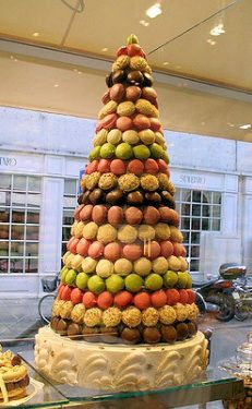 Found this at Rainbow Sugarcraft a UK company - it sells among other items massive cones to make macaroon towers or Crocembouche! Amazing !