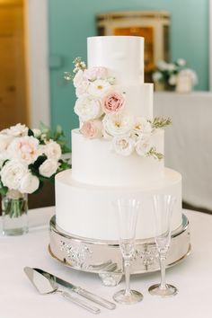 Suedi & Simon's elegant brunch wedding at The William Aiken House in Charleston, SC | PPHG Cake by Jessica Grossman | Photo by Aaron & Jillian