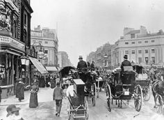 Old Pictures of London in Victorian Era : Traffic on Regent Circus, now known as Oxford Circus, London, facing east along Oxford Street. In the foreground is a man towing his barrel organ on wheels. (Photo by London Stereoscopic Company/Getty Images) Victorian London, Vintage London, Old London, Victorian Street, Victorian Life, Victorian Buildings, Victorian Photos, Victorian Fashion, London Pictures