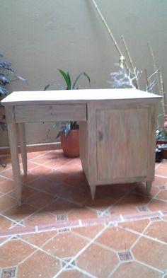 Escritorio vintage Corner Desk, Furniture, Home Decor, Desktop, Corner Table, Decoration Home, Room Decor, Home Furnishings, Arredamento