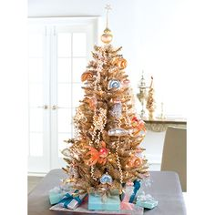 Champagne Tree. Anything Christmas. #dreamdigs