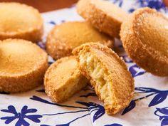 プロが教える「クッキー作り」最大のコツとは? 意外なテクニックがサクホロ食感を作り出すレシピ - dressing(ドレッシング) Sweets Recipes, Cake Recipes, Cooking Recipes, Making Sweets, Japanese Bread, Galletas Cookies, Bread Cake, Cafe Food, Cookie Desserts