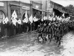 Japanese soldiers on the march through the city in the Chinese province of Henan