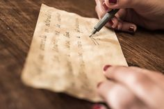 Close-Up Of Human Hand Holding Paper and writing in cursive Writing Lines, Easy Writing, Writing Paper, Handwriting Books, Handwriting Practice, Lettering Tutorial, Hand Lettering, Teaching Cursive, Improve Writing Skills
