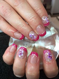 Amanda Trivett created these lovely nails using CND Shellac with #Lecenté Candy Pink #glitter with Swarovski Crystals #nails #nailart