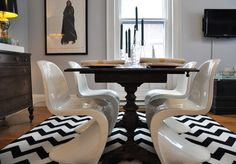 can't express how much i love the juxtaposition of uber modern and traditional furnishings.  phwoar!