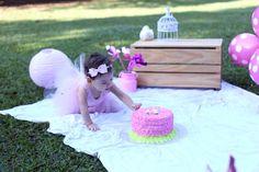 Smash The Cake é uma modalidade de ensaio infantil que surgiu nos Estados Unidos e logo se tornou tradição na comemoração do primeiro ano de vida dos bebês.