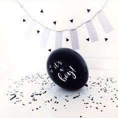 De zwarte ballonnen It's a Boy zijn niet alleen leuk als geboorte versiering maar ook om het geslacht bekend te maken na de echo.