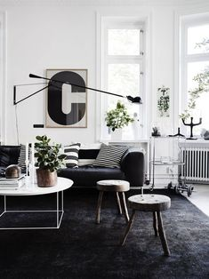 How To Choose the Best Accessories for Your Modern Living Room Decor, Home Accessories, Discover the best home accessories for your contemporary living room! Black Carpet Living Room, Black Carpet Bedroom, White Wall Bedroom, Black And White Living Room, Bedroom Black, Black White, White Style, Salon Interior Design, Home Interior