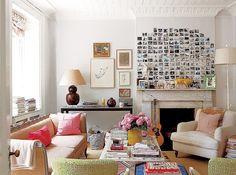 Sala de estar com polaroids