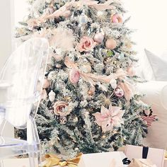 The Style Showcase is live on my blog again today and we would LOVEto have you link up your Instagram account for a chance to be featured! One of this week's features is my fellow pink loving sweet friend Ceres of @designsbyceres so head over and say hi and come link up! #StyleShowcase #ontheblog #romanticliving #pinkchristmas #onetofollow #shabbychic #blush #pink #christmasinspo #christmastree #shabbyfufu #holidayinspo #featuring