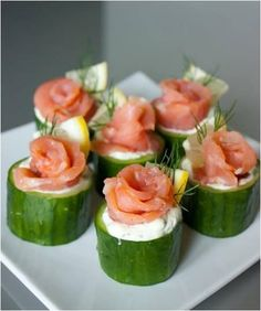 smoked salmon canapes Ingredients * 1 seedless cucumber or 4 Kirby cucumbers * 1 oz. Appetizers For Party, Appetizer Recipes, Canapes Recipes, Party Snacks, Comidas Light, Healthy Snacks, Healthy Recipes, Appetisers, Food Presentation