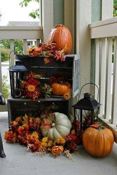 Gorgeous Fall Vignettes {Sundays at Home No. 30 Link Party & Features} Thoughts from Alice: Six Gorgeous Fall Vignettes {Sundays at Home No. 30 Link PartyThoughts from Alice: Six Gorgeous Fall Vignettes {Sundays at Home No. Porche Halloween, Fall Halloween, Halloween Porch, Halloween Items, Halloween Season, Autumn Decorating, Porch Decorating, Decorating Ideas, Decorating Websites