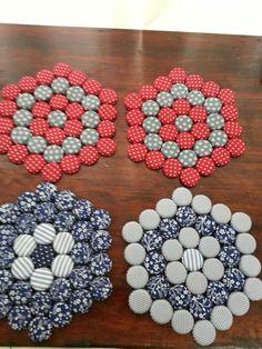 Reciclagem: descanço de panelas com tampinhas de garrafas.