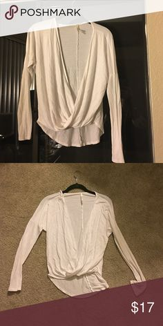 Small 💕 White Long Sleeve W. Scoop Neck 💕 Small 💕 White Long Sleeve W. Scoop Neck 💕 Tops Tees - Long Sleeve