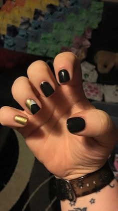 Mixed mani - Jamberry nail wraps gold sparkle, temptress and matte black with a top coat of Trushine gel!  samanthamarriner.jamberry.com
