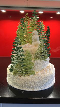 These Gorgeous Christmas Cakes Are Just What Your Holiday Dessert Spread Needs - New ideas Christmas Tree Cake, 3d Christmas, Christmas Sweets, Christmas Desserts, Christmas Baking, Beautiful Christmas, Christmas Cookies, Christmas Tree Forest, Christmas Foods