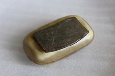 Early Victorian Blonde Horn Snuff Box, £18.00