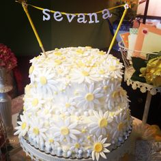 Cute daisy cake for bridal shower, baby shower, welcome baby or 1st Bday!
