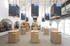 Maitres Vignerons by Vincent Coste, Gassin – France Museum Exhibition Design, Exhibition Display, Design Museum, Display Design, Booth Design, Store Design, Cabinet D Architecture, Interior Architecture, Saint Tropez