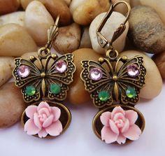 Süße SchmetterlingsOhrringe mit Rosenblüten von Schmucktruhe, €14.50