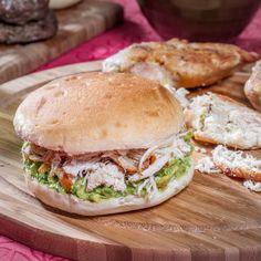 Disfruta tu pan amasado HOME BAKERY de BredenMaster con lo que más quieras.
