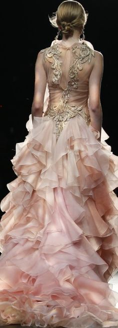 Marchesa Fall 2016 Ready-to-Wear Fashion Show Couture Mode, Haute Couture Dresses, Couture Fashion, Runway Fashion, High Fashion, Fashion Show, Fashion Design, Beautiful Gowns, Beautiful Outfits