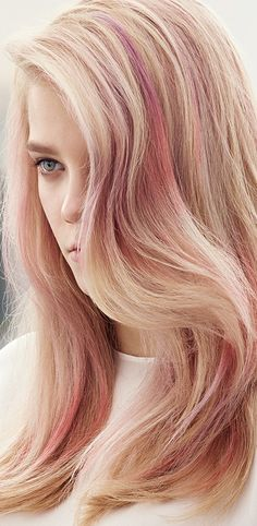 #Blondor #Freelights from Wella: Working with iNSTAMAT!C through the pre-lightened panels at the back and sides, sponge PINK DREAM, MUTED MAUVE and SMOKEY AMETHYST randomly to create a cloud of color through the mid-lengths. Develop for 20 minutes.