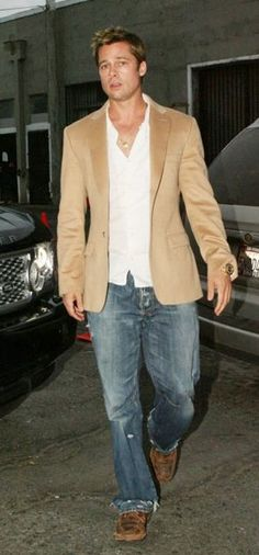 Brad Pitt   between two cars