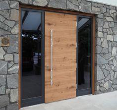 super Ideas for house entrance door architecture House Front Door, House Doors, House Entrance, Facade House, Entrance Doors, Front Doors, House Facades, Pivot Doors, Design Exterior