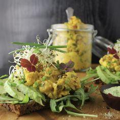 Kikærtesalat med karry og gurkemeje – Mad med glød
