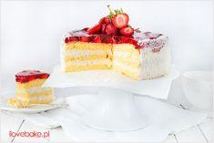 Tort truskawkowy z kremem śmietankowym na bazie mascarpone i galaretką. Prosty, lekki i przepyszny przepis na tort.