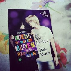 <3lichen Dank #sabineschoder für diese wundervolle Autogrammkarte von #vikiundjay - ich liebe die beiden und ihre tolle Story ! Tausend dank :) #liebeistwasfüridiotenwiemich <3 by lizziesbuecherblog
