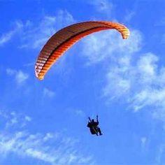 Un joven turista se encontraba en las playas de Cancún y era la primera vez que subiría en un paracaídas jalado por una lancha.
