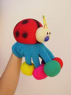 mariquita Sock Puppets, Hand Puppets, Finger Puppets, Preschool Crafts, Diy Crafts For Kids, Baby Toys, Kids Toys, Puppets For Kids, Chesire Cat