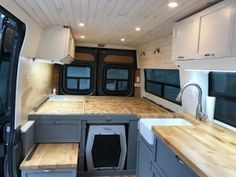 Nyx the dog storage Sprinter Camper, Vw Lt Camper, Diy Camper, Camper Beds, Mercedes Sprinter, Van Conversion Interior, Camper Van Conversion Diy, Van Interior, Motorhome Conversions